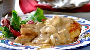 Pork Chops in Creamy Black Pepper and Mushroom Sauce_30_1.1.1690_326X580 (1)